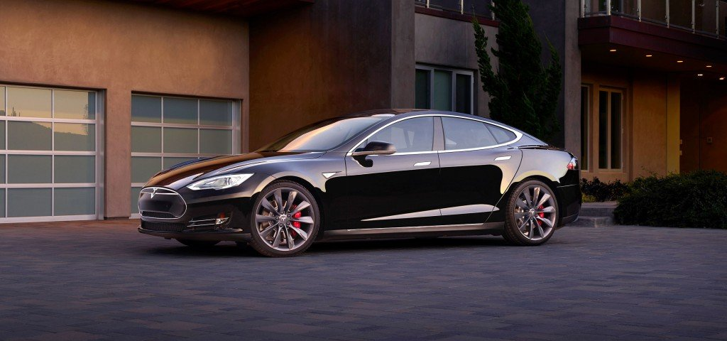 California se guidi Tesla, alloggi gratis nel top Airbnb  (2)