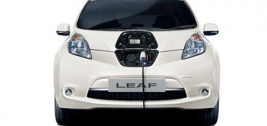 250km di autonomia Nissan Leaf si concede l'autostrada